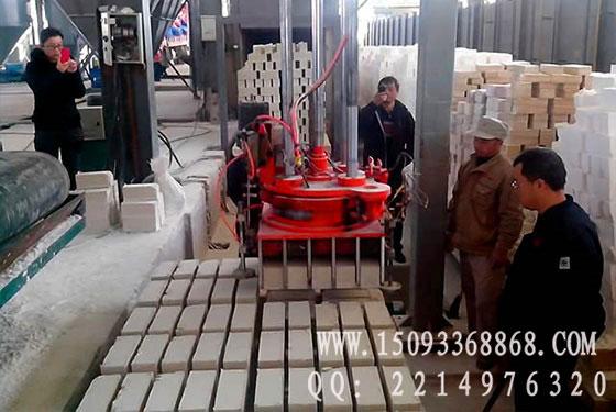 耐火材料压砖机